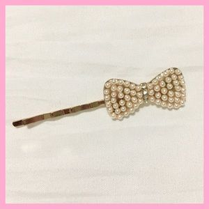 Bow hair pin with pearls